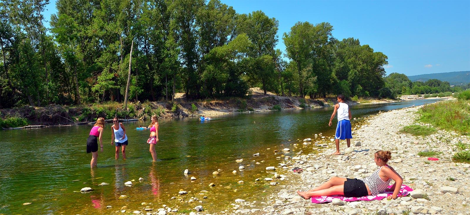 campsite bord riviere gard