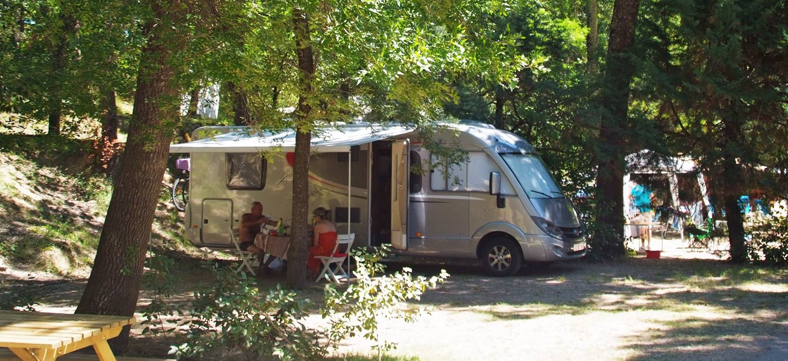 camping car emplacements domaine de gaujac
