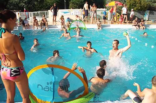 Games and sports competition in the swimming pool of Camping Domaine de Gaujac