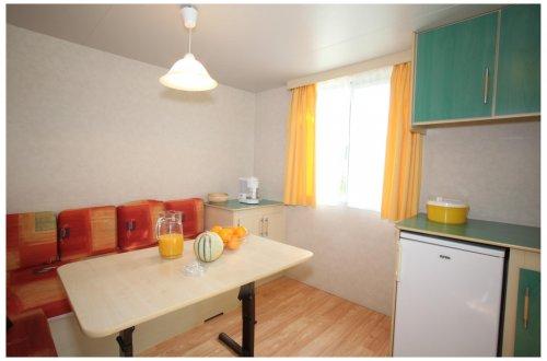 Petit Mobil home sans Sanitaire PAQUERETTE Camping Domaine de Gaujac