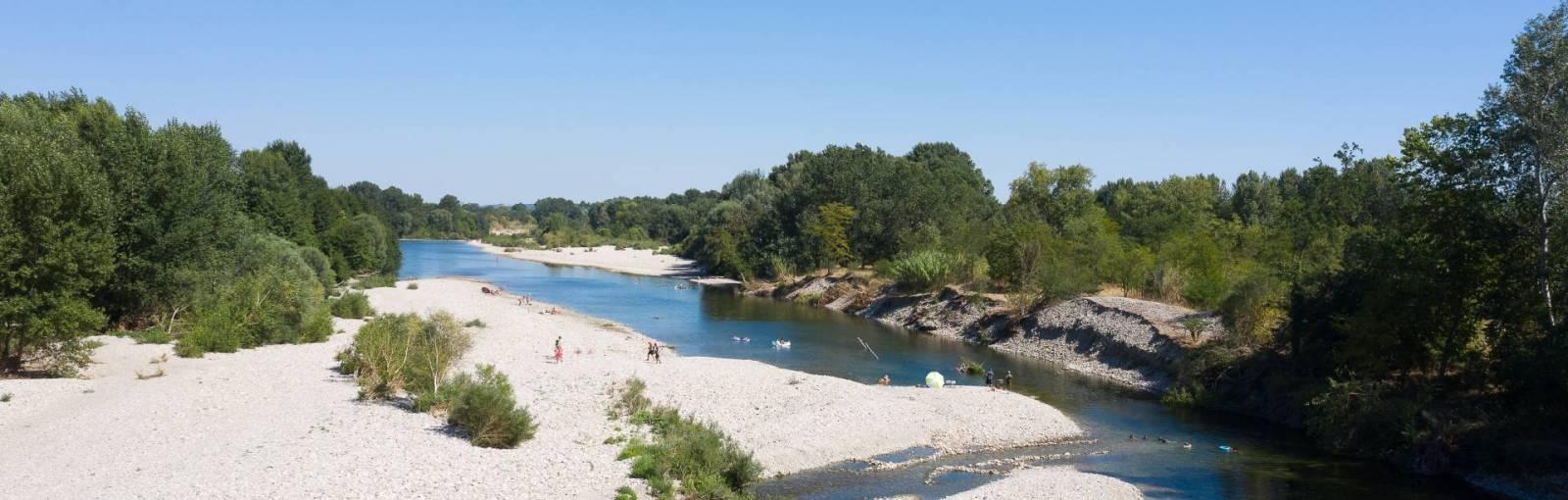 Rivière le Gardon avec accés direct par le camping Domaine de Gaujac
